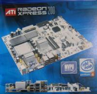 Плата на Radeon Express 200 с двумя разъемами PCI Express x 16