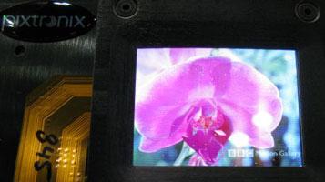 Прототип светодиодного трансрефлективного дисплея с MEMS-затворами