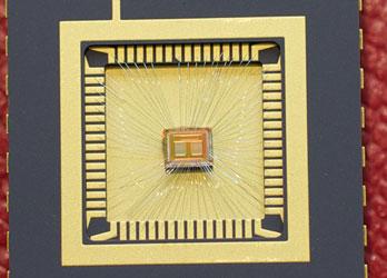 Действующий чип памяти MLC PCM