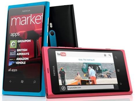 Смартфон Nokia Lumia 800 под управлением Windows Phone