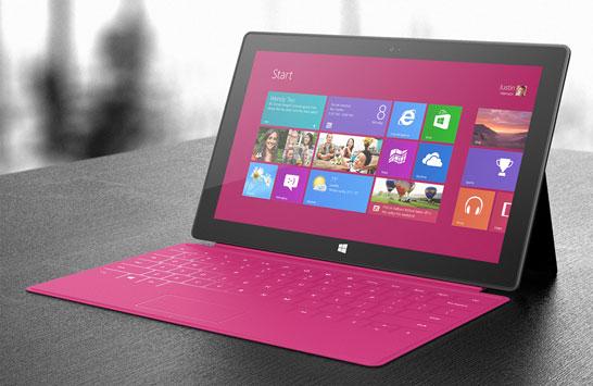 Планшет Microsoft Surface с пристёгнутой клавиатурой