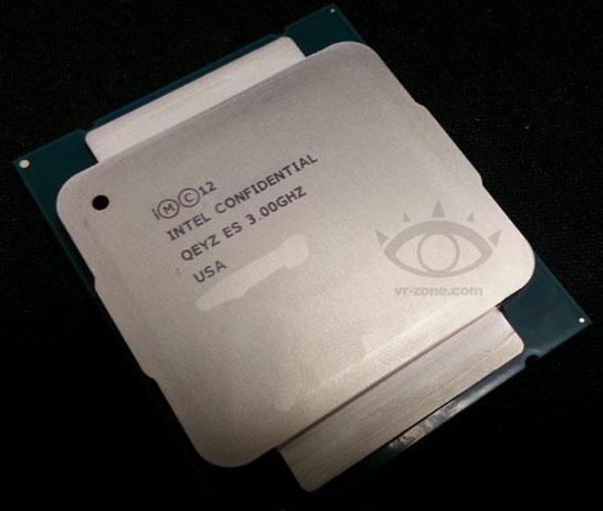 Фотография инженерного образца процессора Intel Haswell-E
