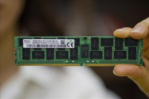 Образец 128-ГБ памяти DDR4 компании SK Hynix