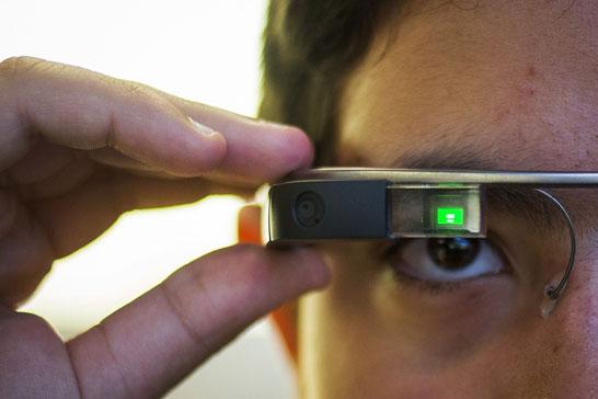 Стараниями Intel очки Google Glass получат доктора и строители