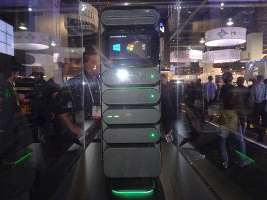 Ещё одна особенность Razer Christine — это сенсорный экран для управления модулями