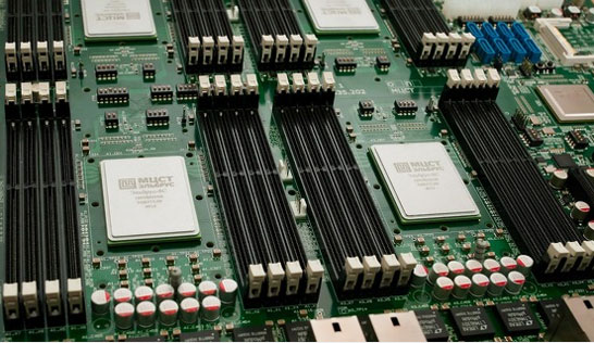 Процессоры Эльбрус-8С на тестовой материнской плате (Изображение ЗАО «МЦСТ»)