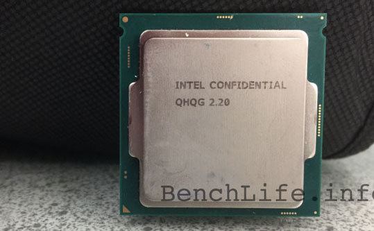 Фотография инженерного образца процессора поколения Intel Skylake-S