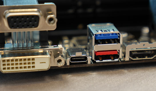 Один порт Thunderbolt 3, совместимый с портом USB Type-C