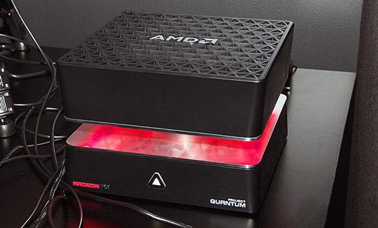 Мини ПК AMD Project Quantum в окружении кабелей для подключения периферии