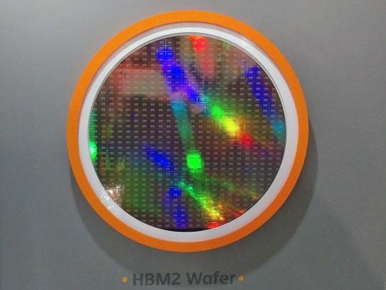 Полупроводниковая пластина с кристаллами для памяти HBM  2