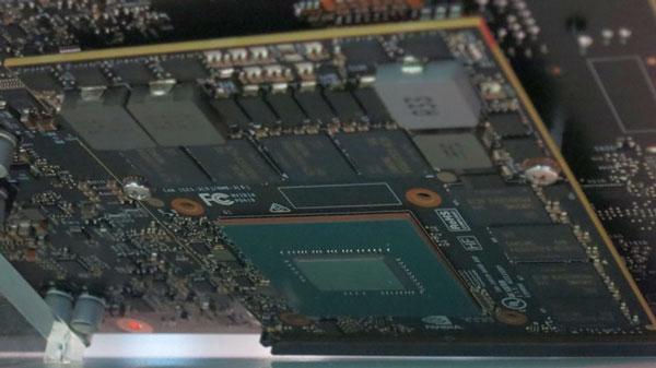 Обратная сторона платы компьютера NVIDIA Drive PX2 (со стороны GPU)