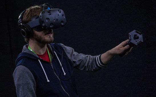 Шлем HTC Vive: полтора месяца до коммерческого старта