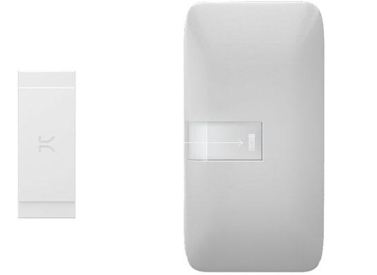 Модуль Kiss Connectivity отдельно и в смартфоне (представление о размерах)