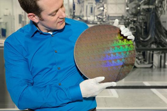 Разработчик IBM показывает пластину с 5-нм «наностраничными» транзисторами
