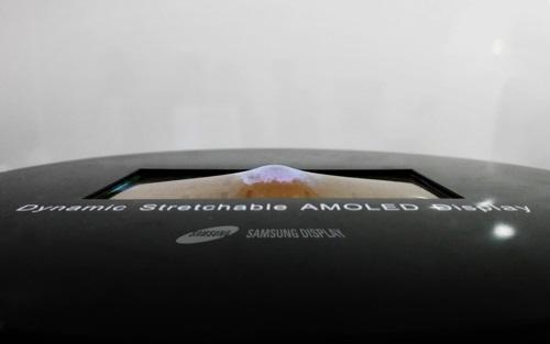 Растягивающийся OLED-дисплей Samsung (источник изображения: Yonhap)