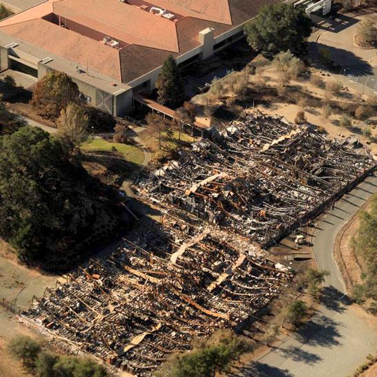Пожарище на месте бывшего склада с историческими архивами компании Hewlett-Packard