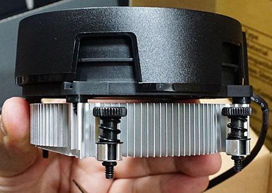 Процессорный кулер Wraith Stealth из комплекта поставки с настольными гибридными процессорами AMD