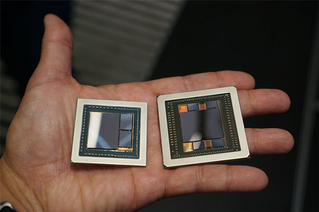GPU AMD Vega 10 (слева, справа GPU Fiji) с двумя микросхемами Samsung HBM2 первого поколения