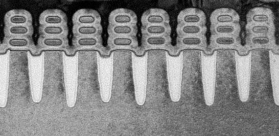 Пример наностраничных транзисторных каналов, полностью окружённых затворами (техпроцесс 5 нм, производство IBM)